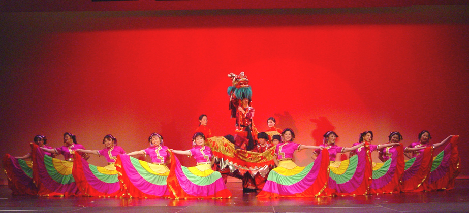 Photo of the Yi Torch Festival Dance.